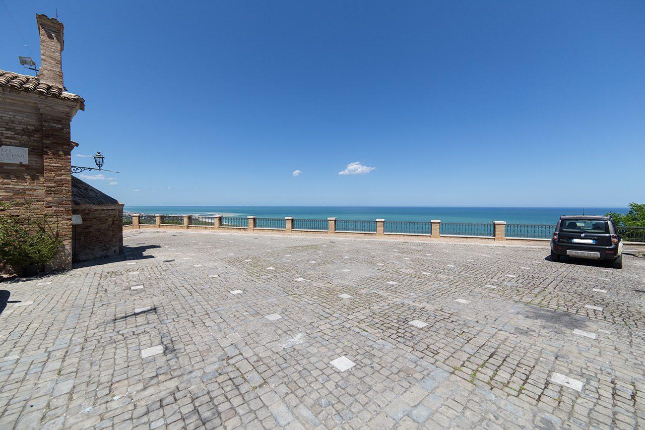 torre di palme piazza mare